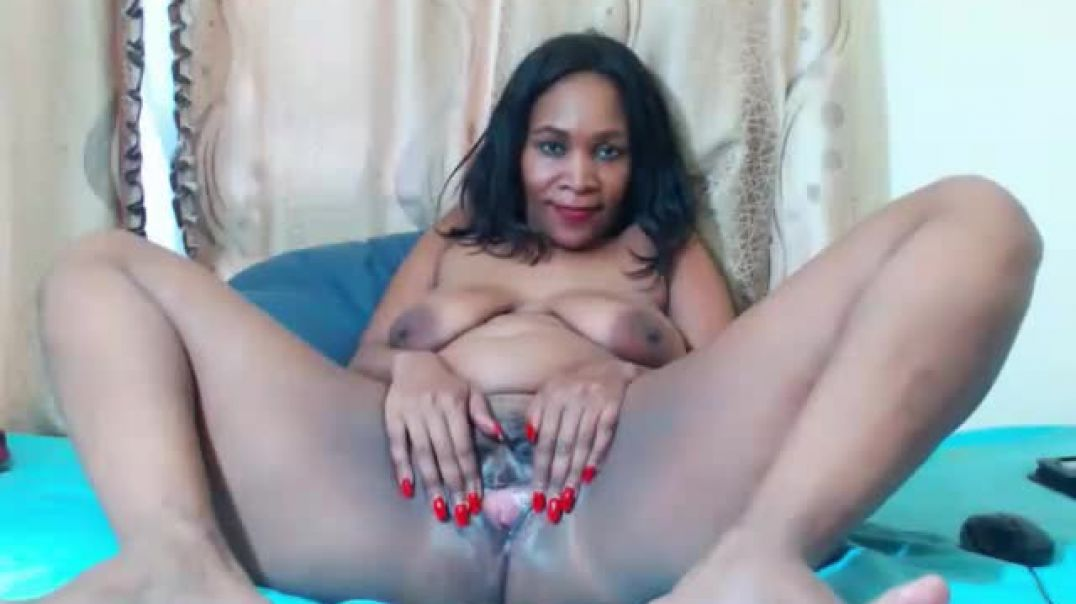 Mature Mzansi Spreading and Winking Pussy