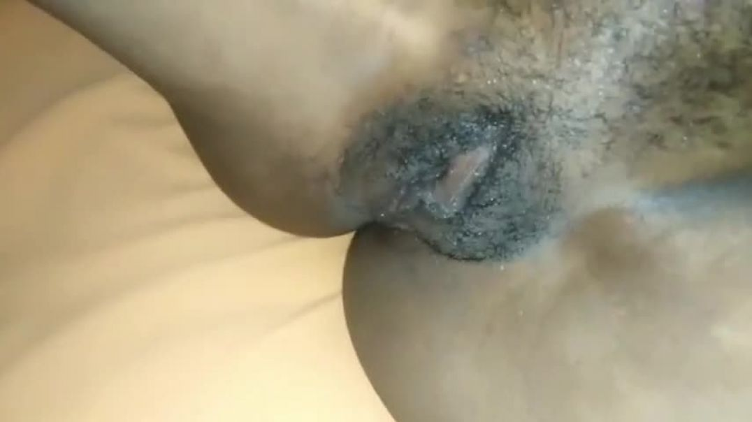 HOT BABE KNOCKS ON THAT PUSSY TILL SHE SQUIRTS